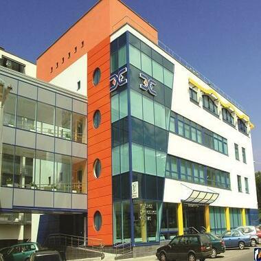 Центральный вход в Медицинский центр диагностики и лечения в Вильнюсе