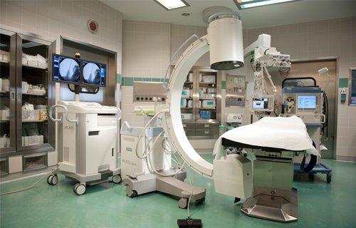 Оборудование последнего поколения, качественные хирургические инструменты в клинике Леех
