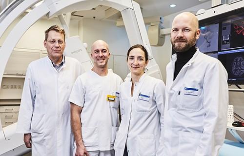 Опытные онкологи проводят химиотерапию, радиотерапию и иммунотерапию для пациентов