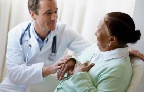 Пациентов кормят три раза в день и персонал заботится об их психологическом состоянии