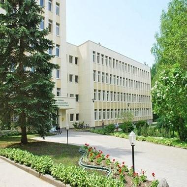 Главный вход реабилитационного центра Абромишкес в Литве