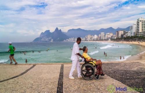 координаторы клиники устраивают пациенту экскурсию по городу