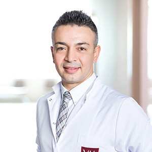 Нейрохирург Зафер Токташ клиника Медикал Парк Гезтепе