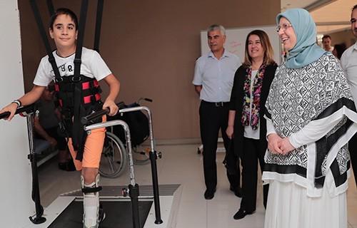 Роботизироиванная реабилитация детей, обучение ходьбе детей клиника Нобель